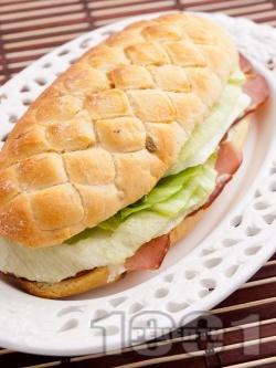 Сандвич с филе, айсберг и сирене Крема - снимка на рецептата